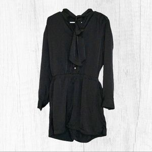 Ann Taylor Black Pussy Bow Romper Size Sma…